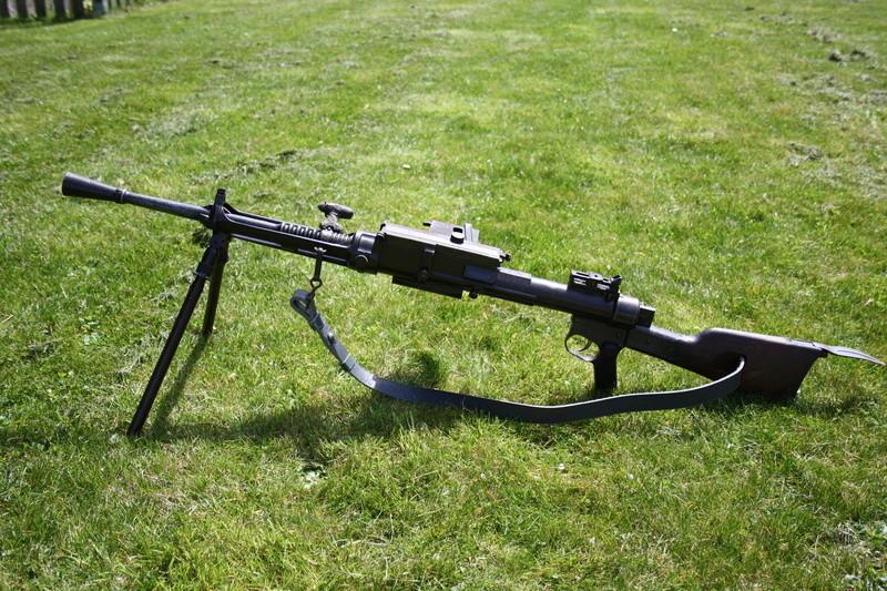 Fusil mitrailleur Breda modèle 1930 - Page 2 Img_3010
