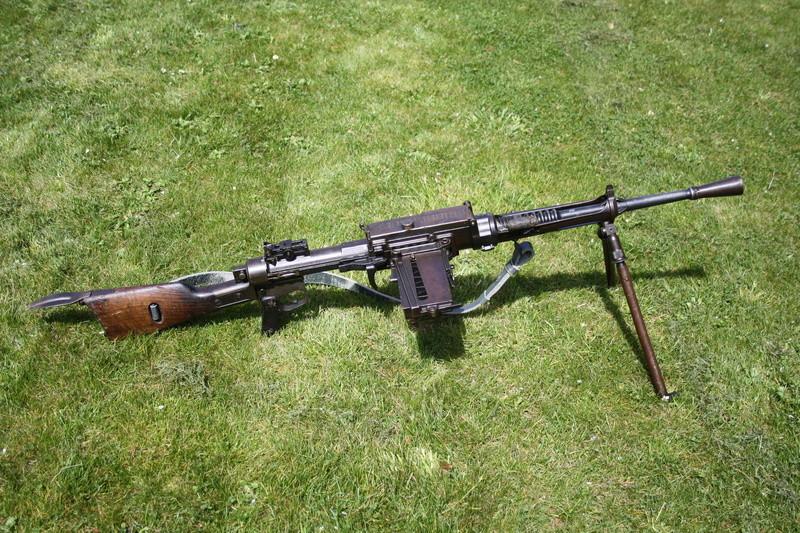 Fusil mitrailleur Breda modèle 1930 - Page 2 Img_3011