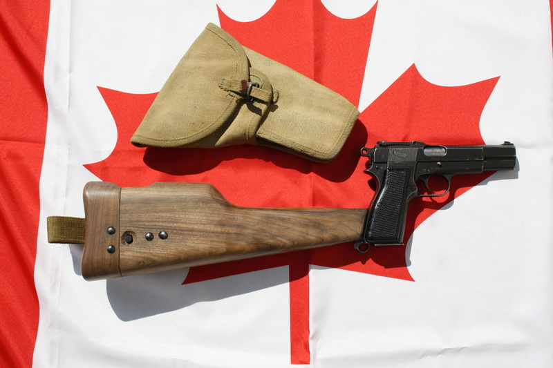 Pistolet  Browning GP No1 MK I* de fabrication canadienne et la crosse en bois Img_4440