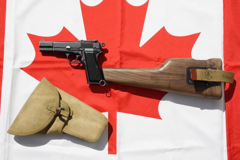 Pistolet  Browning GP No1 MK I* de fabrication canadienne et la crosse en bois Img_4441