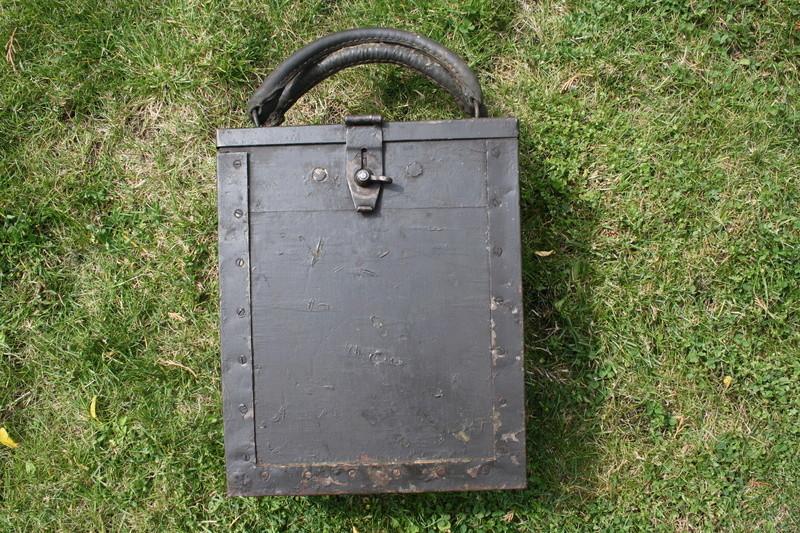 Caisse pour bandes de mitrailleuse Breda 37 Img_6413