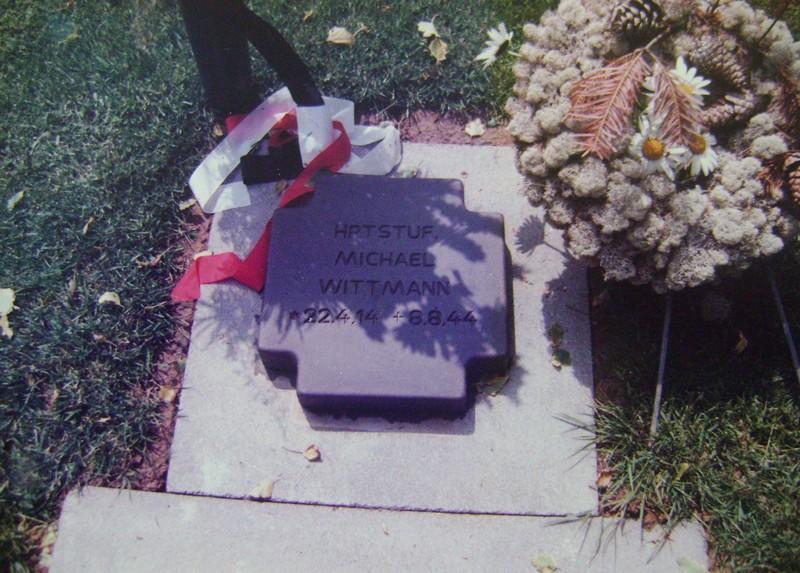 Les stèles de Michael Wittmann et de son équipage Dsc02223