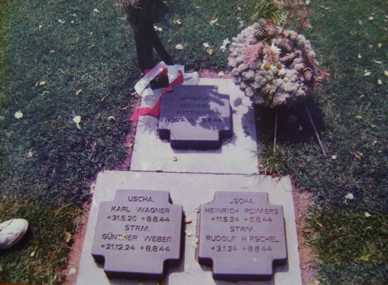 Les stèles de Michael Wittmann et de son équipage Dsc02224