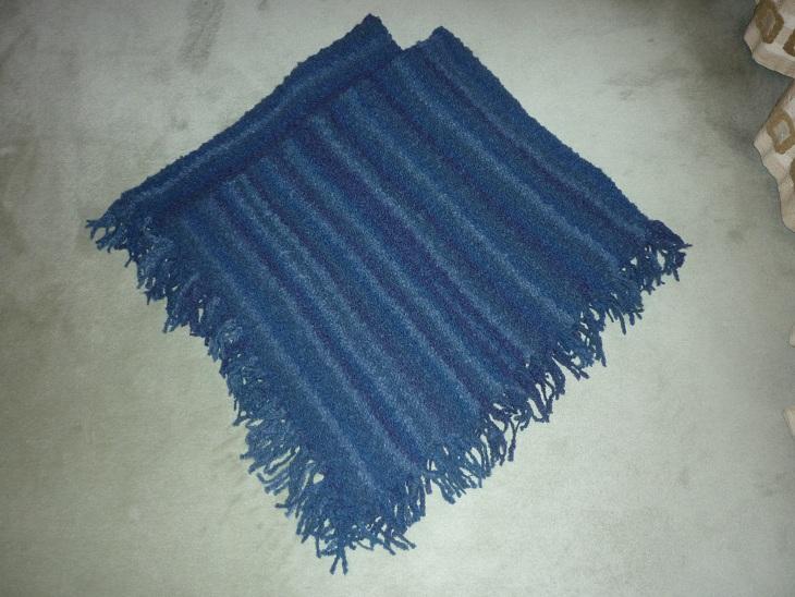Ponchos tricotés main P1040413