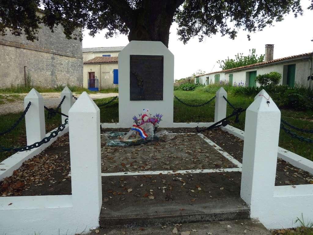 [Histoires et Histoire] Monuments aux morts originaux Français Tome 1 - Page 38 8473_p10