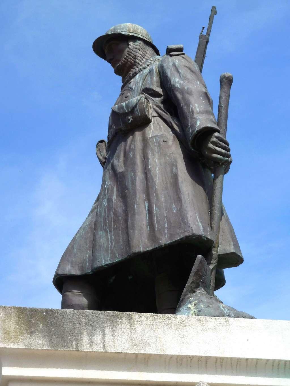[Histoires et Histoire] Monuments aux morts originaux Français Tome 1 - Page 39 8739_p10