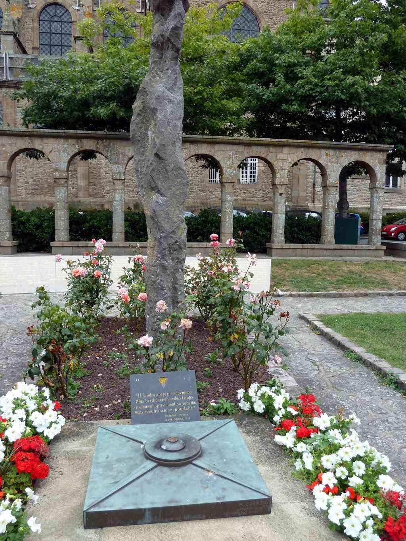 [Histoires et Histoire] Monuments aux morts originaux Français Tome 1 - Page 39 8805_p10