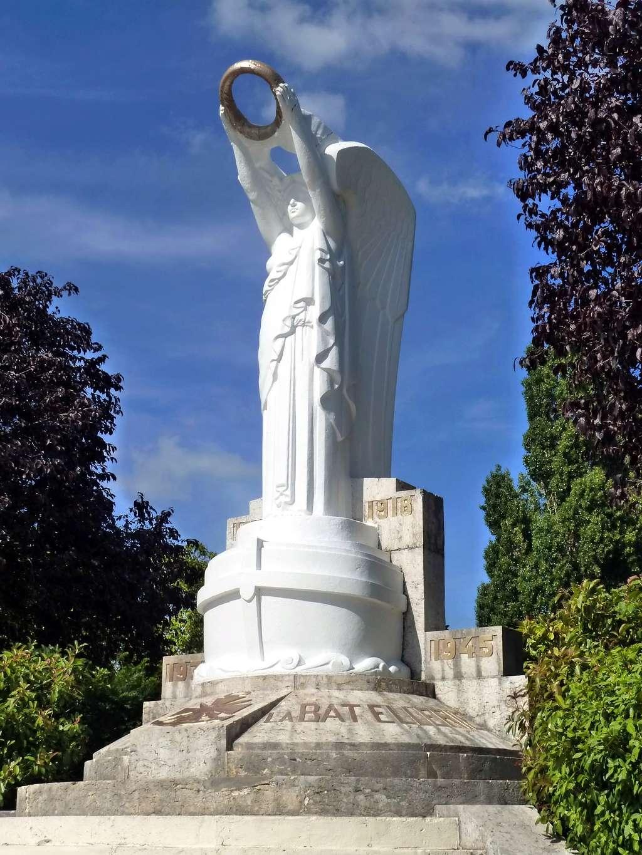 [Histoires et Histoire] Monuments aux morts originaux Français Tome 1 - Page 40 9285_p10
