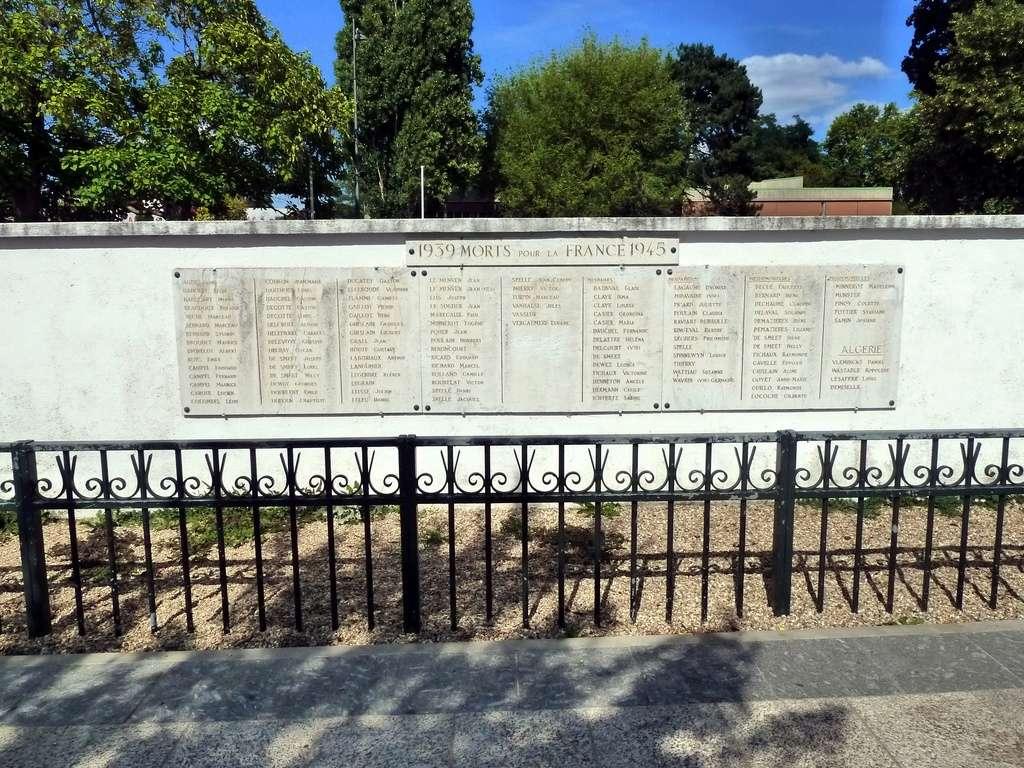 [Histoires et Histoire] Monuments aux morts originaux Français Tome 1 - Page 40 9289_p10