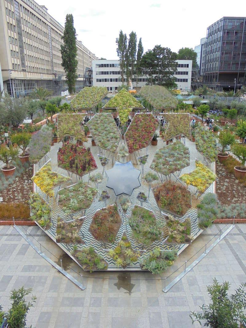 Instalation de Michel Péna pour l'exposition 'Jardin d'Orient', Institut du monde arabe à Paris (France) Dsc02711