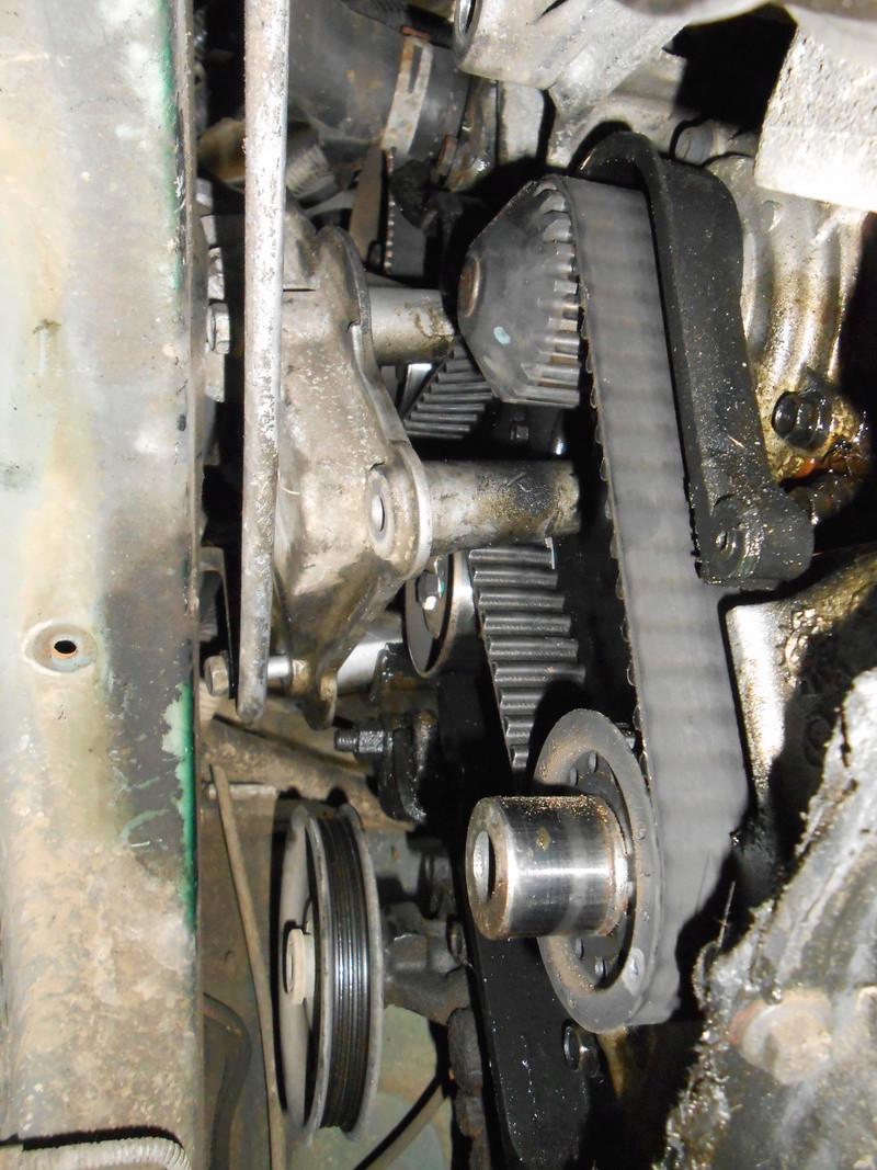 Changement courroie distribution S3 2,4l essence : le support moteur Dscn3313