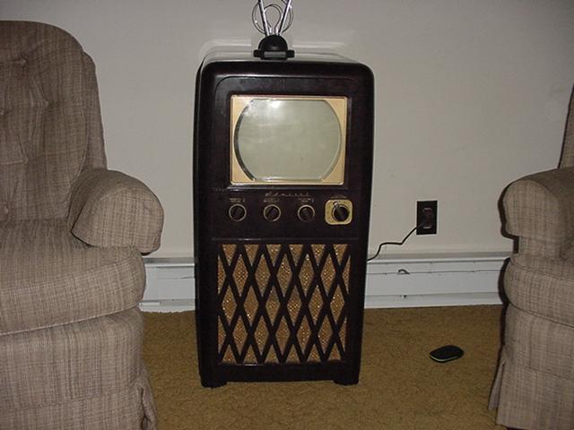 1949 Admiral 20X122 b/w TV Dsc00010
