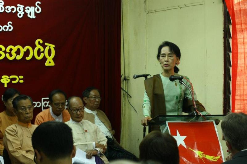 Daw Aung San Suu Kyi - Page 4 18578610