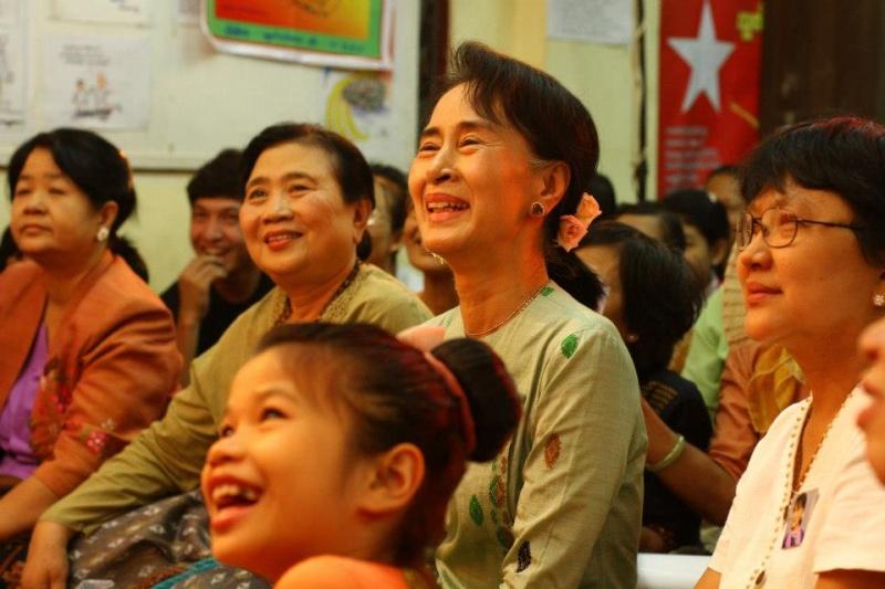 Daw Aung San Suu Kyi - Page 4 19065010