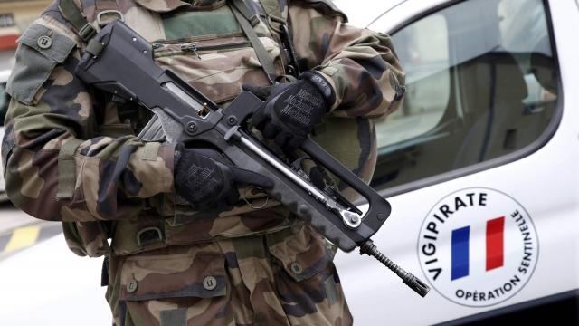 Paris : un soldat de l'opération Sentinelle se suicide avec son Famas 29407310