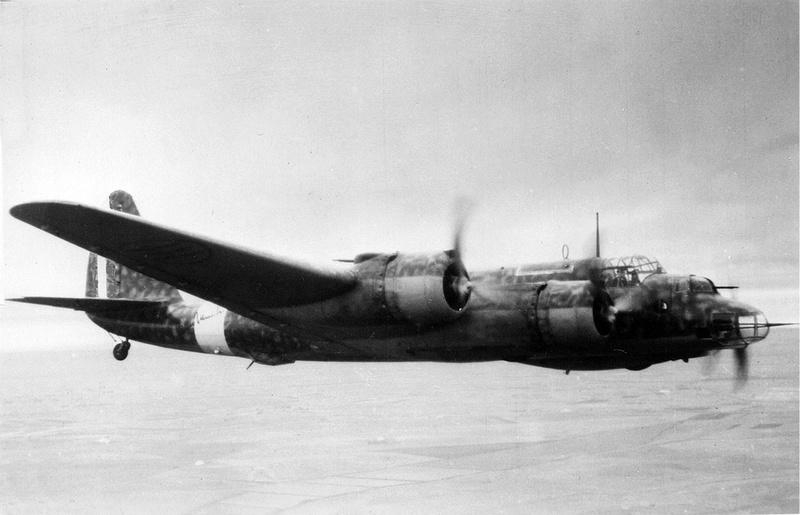 le Piaggio P.108 bombardier lourd italien  (1942, la Regia Aeronautica ) Piaggi10