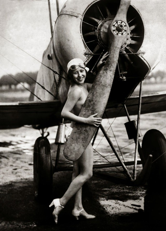 Avions insolites - Page 13 Pin_up10