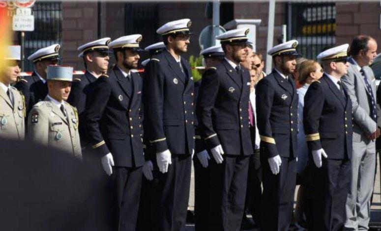 [Les traditions dans la Marine] Les Villes Marraines - Page 10 Sans_t11