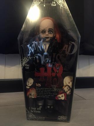 [VENDS] Living Dead Dolls (modèles rares) Img_8329