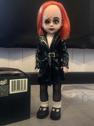 [VENDS] Living Dead Dolls (modèles rares) Img_8330