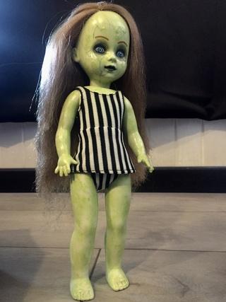 [VENDS] Living Dead Dolls (modèles rares) Img_8426