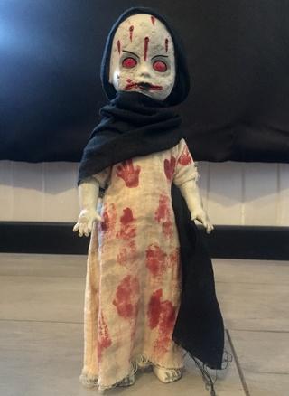 [VENDS] Living Dead Dolls (modèles rares) Img_8427