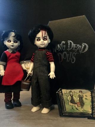 [VENDS] Living Dead Dolls (modèles rares) Img_8431