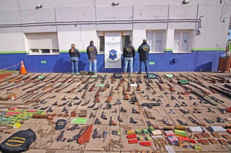 Arsenal en Santa Teresita: más de 100 armas, granadas y cohetes que eran alquiladas a delincuentes 00121