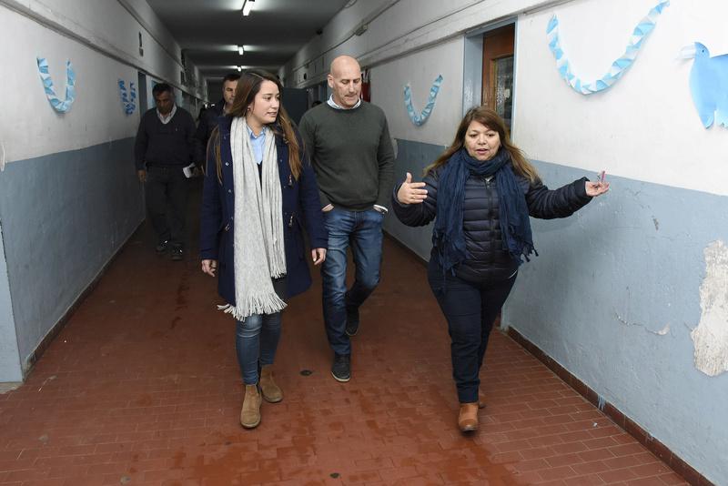 bourg - Malvinas Argentinas: Sol Jimenez Coronel en la EEM N° 2 de Grand Bourg. _dsc3910