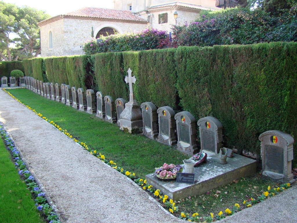 [ Histoires et histoire ] Monuments aux morts originaux Français Tome 2 - Page 3 Dsc06115