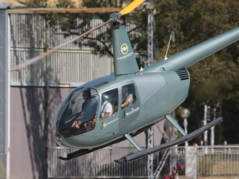 Demi-tour de France en hélicoptère Robinson R44 Img_0320