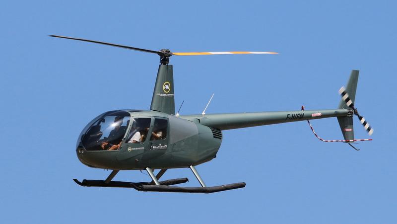 Demi-tour de France en hélicoptère Robinson R44 Img_0412