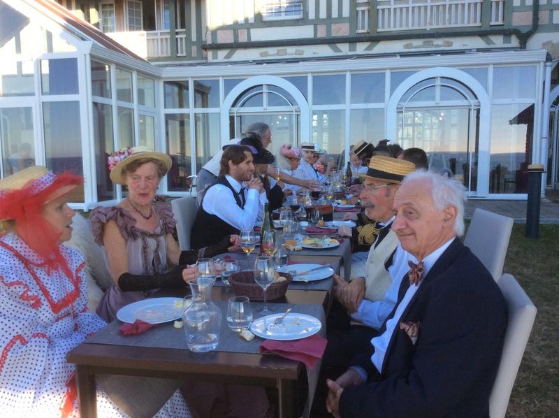 La belle époque à Cabourg  7,8,9 Juillet 2017, les photos - Page 2 Img_1717