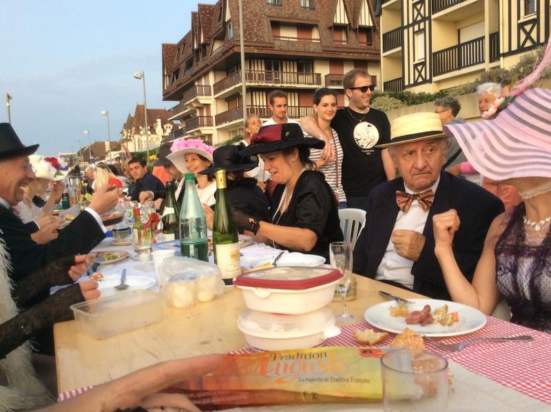 Diner sur la digue samedi 26 aout 2017 Cabourg - Page 2 Img_3513