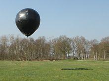 Encore une de ces fameuses sphères métalliques, surveillée par un hélico - Page 2 220px-10