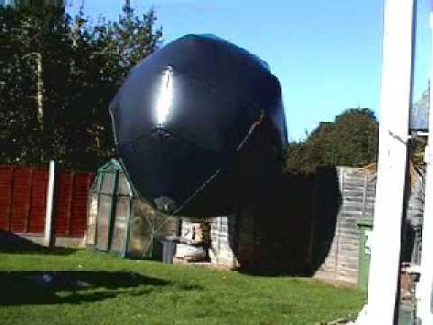 Encore une de ces fameuses sphères métalliques, surveillée par un hélico - Page 2 Hqdefa10