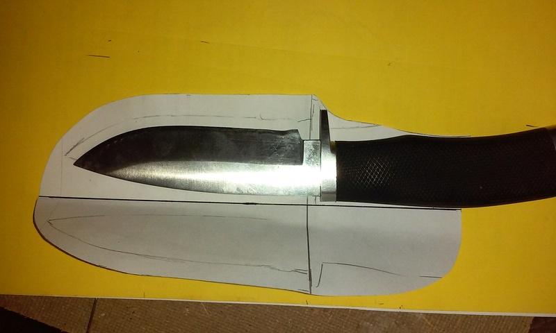 Fabrication d'un étui en cuir pour couteau, premier essai. 20170815