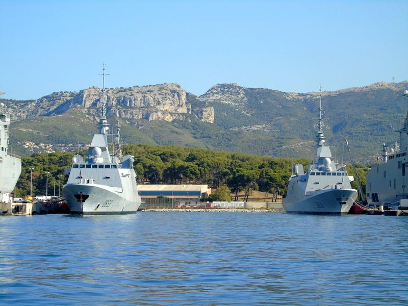 [LES PORTS MILITAIRES DE MÉTROPOLE] Mouvements de Bâtiments dans la rade de Toulon - Page 13 Dsc00411
