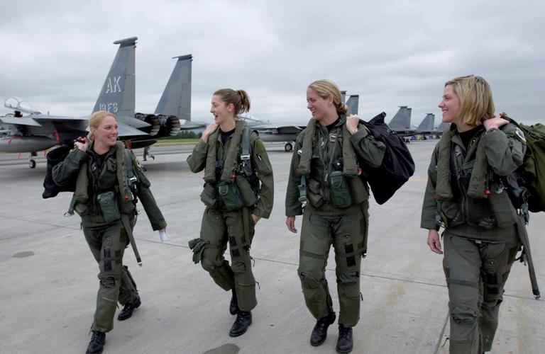 Logistique américaine,outil d'une super puissance Women_11