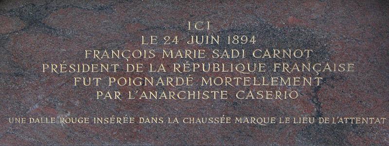 Pavé rouge Lyon France Sadi210