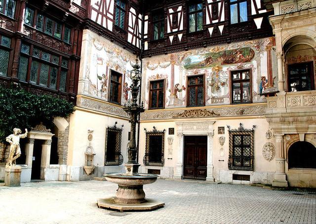 LE CHATEAU PELES (Roumanie) 99225310