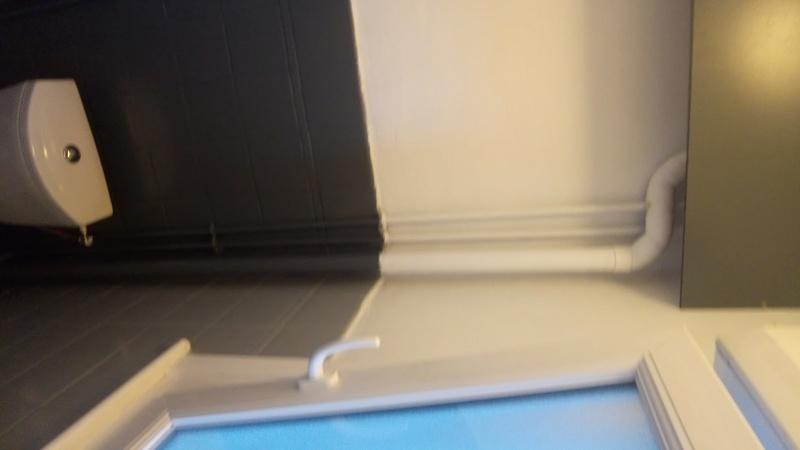 peinture sur carrelage mural d une salle de bain Dsc_6610