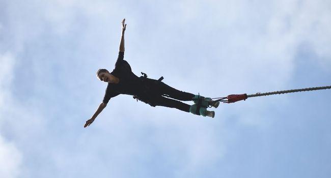 il lui dit «no jump», elle comprend «now jump», saute sans élastique et se tue 5055d510