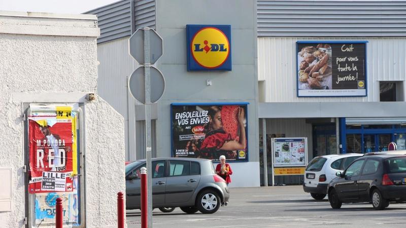 Enfermé dans le magasin, le voleur appelle la police à la rescousse B9711910