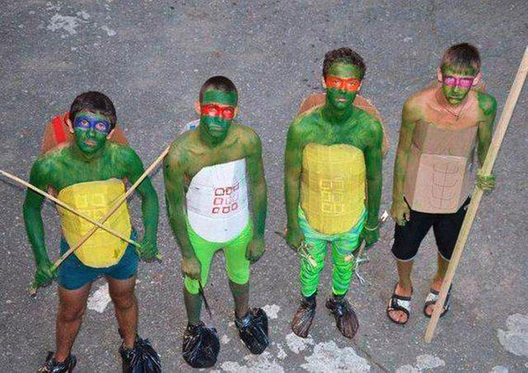 """le septuagénaire tire sur un mineur """"habillé en Tortue Ninja"""" Cospla10"""