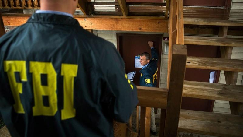 Il tente de recruter un sniper pour abattre le pape et tombe sur un agent du FBI  Fbi-ag10