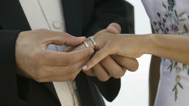 Le marié avait embauché de faux invités Mariag10