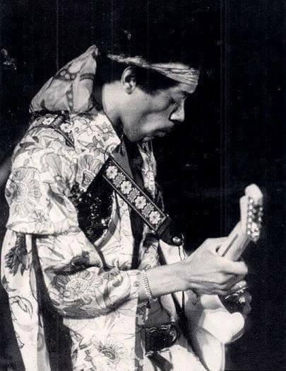 Devonshire Downs (Newport '69) : 20 juin 1969 Jimi_n10