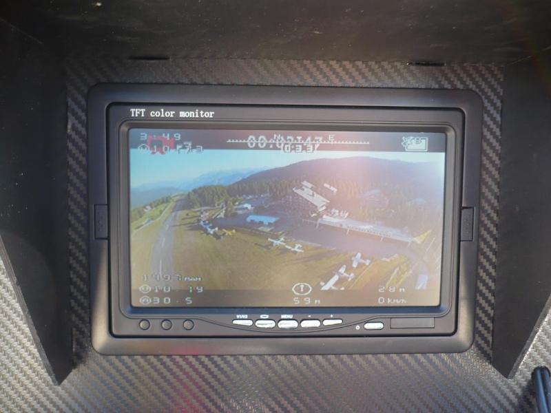 Méribel Air Show 2012 - Page 2 Drone210