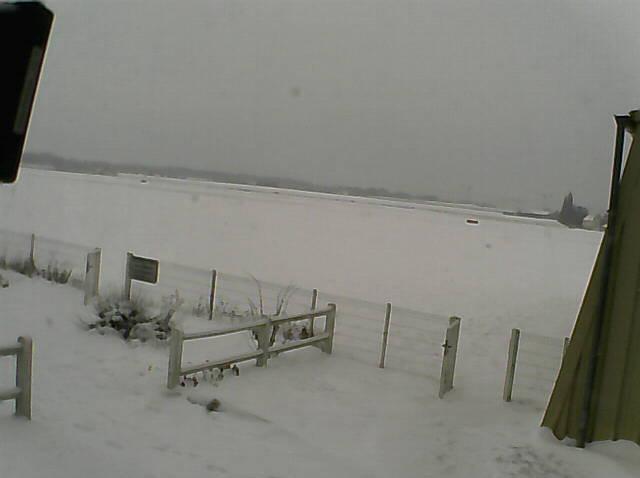 Un peu de neige hier sur LFPL :) Lfpz11